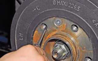 Автомобиль Рено Дастер — замена задних тормозных колодок